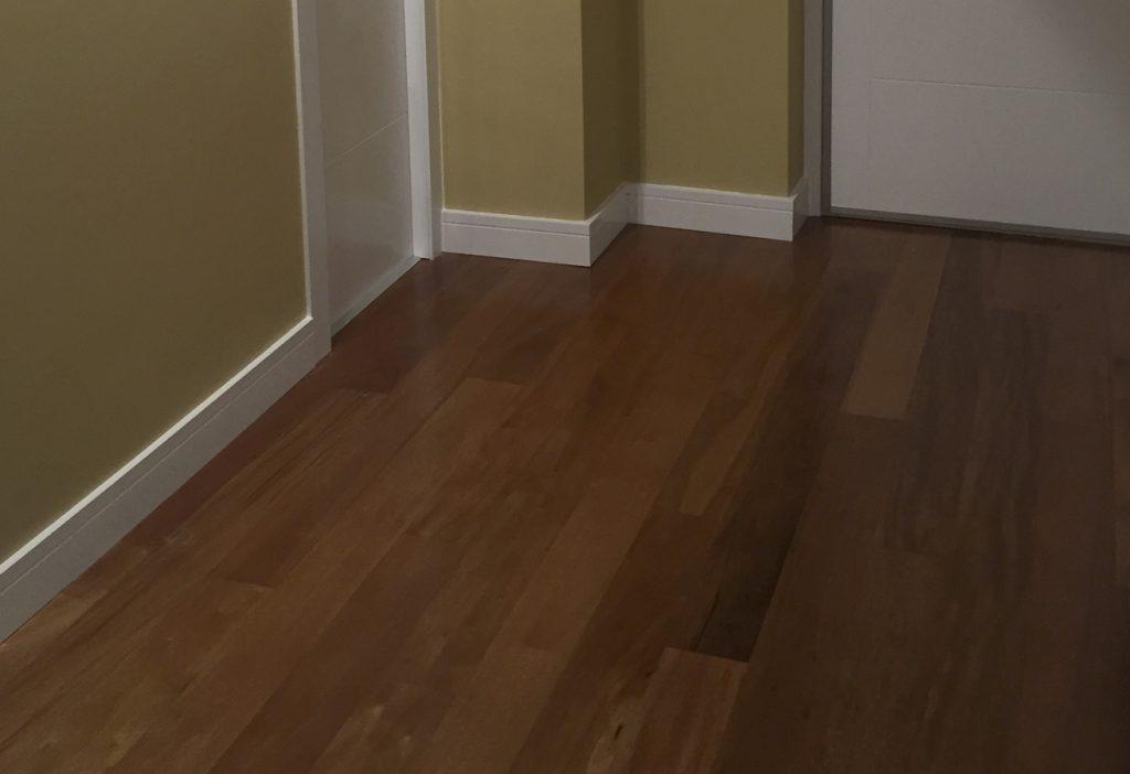 Limpieza de suelos de madera cheap feliz janitor mujer for Cambiar el suelo de un piso