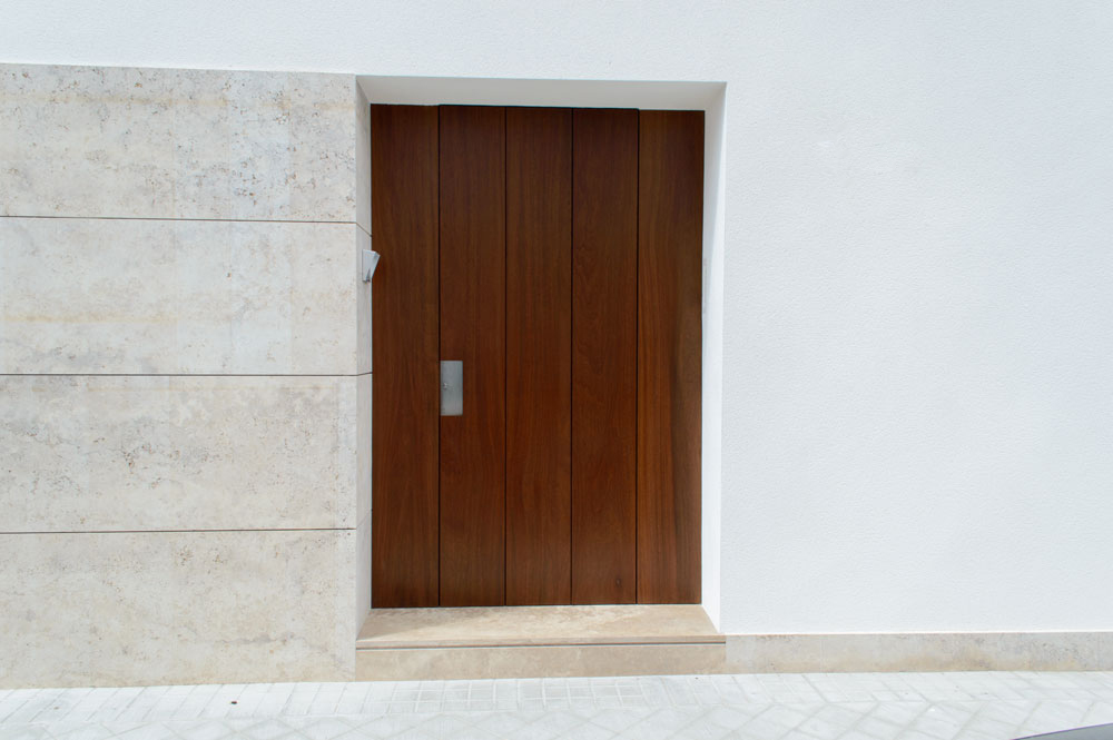 Puerta exterior-Rivas Sanchez Carpinteros