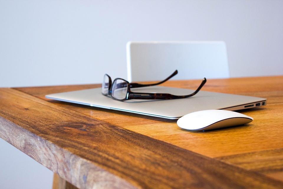 5 consejos de mantenimiento de un escritorio de madera